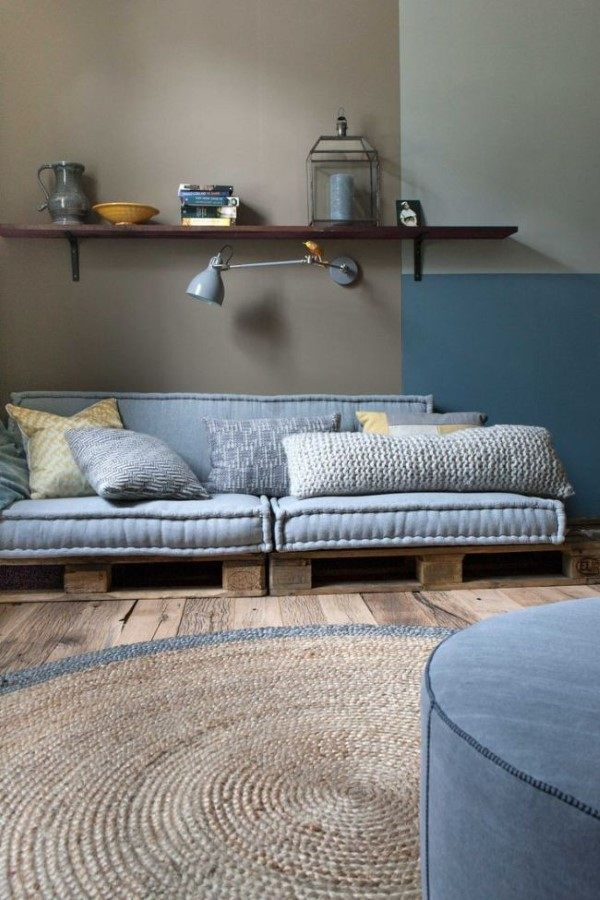 sofa de palete para sala pequena
