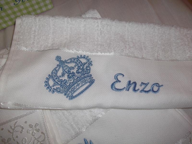 toalha bordada coroas