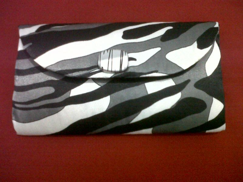 bolsa com caixa de leite zebra
