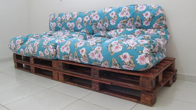 sofá de pallet com futons