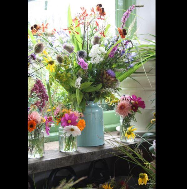 arranjo com flores no jarro