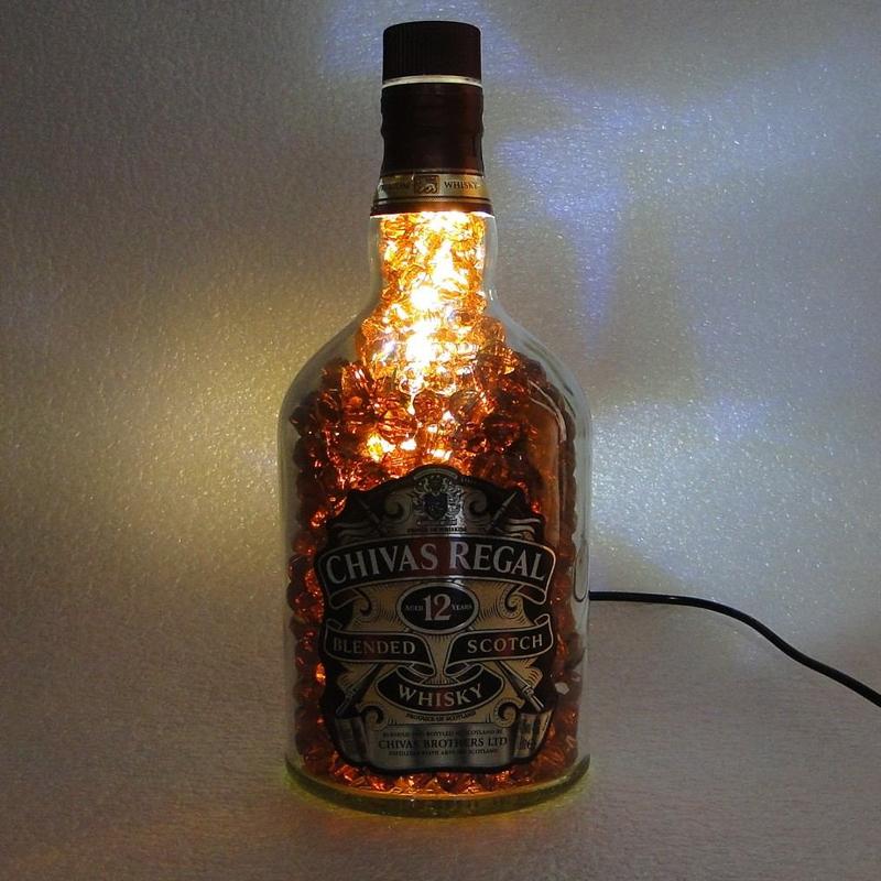 luminaria de garrafa de vidro whisky