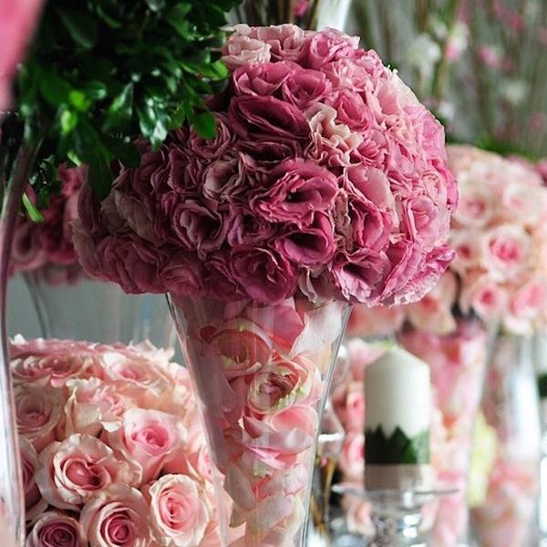 arranjo com flores e petalas