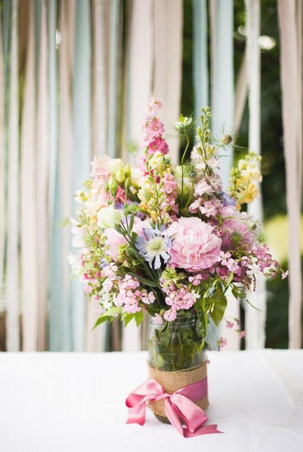 arranjo com flores no vidro