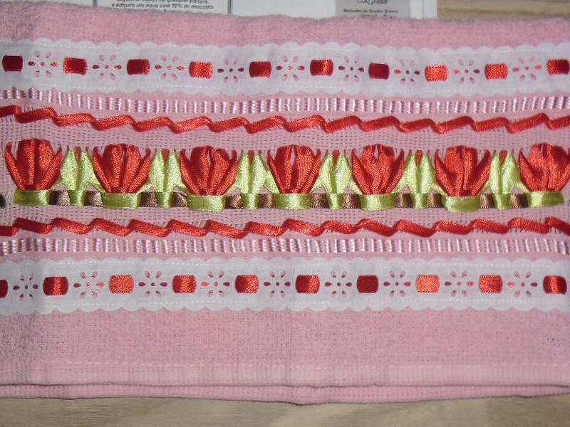 toalha bordada rosa