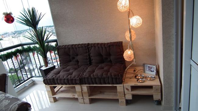 sofá de pallet com luzes