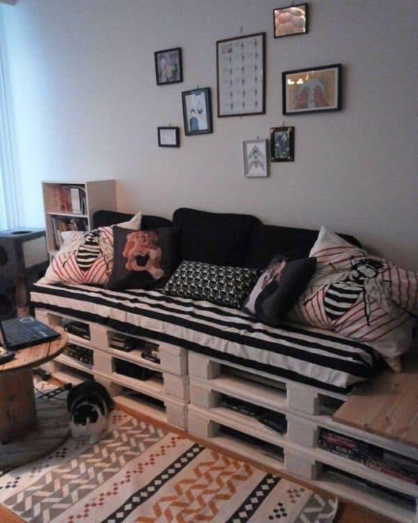 sofa de palete preto e branco