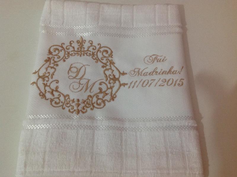 toalha bordada nomes
