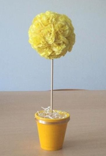 topiaria de papel crepom amarela
