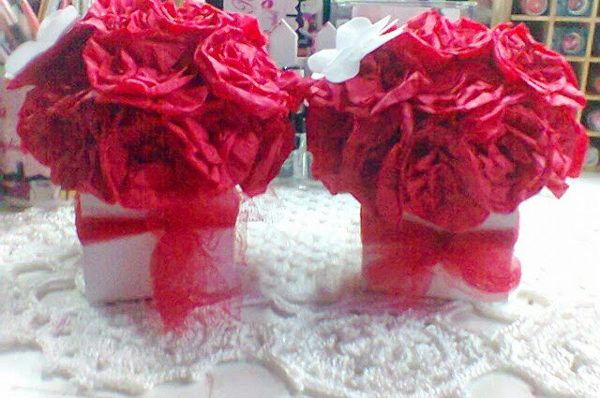 topiaria de papel crepom vermelha