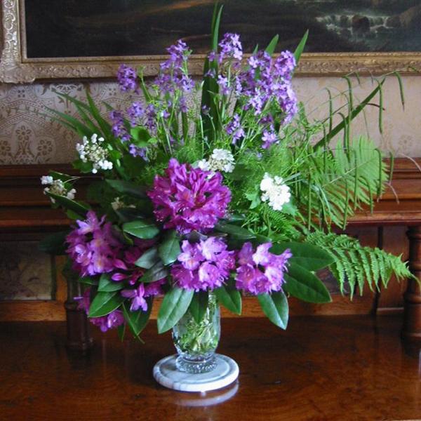 arranjo com flores na taça