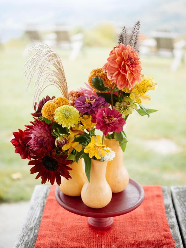 arranjo com flores coloridas