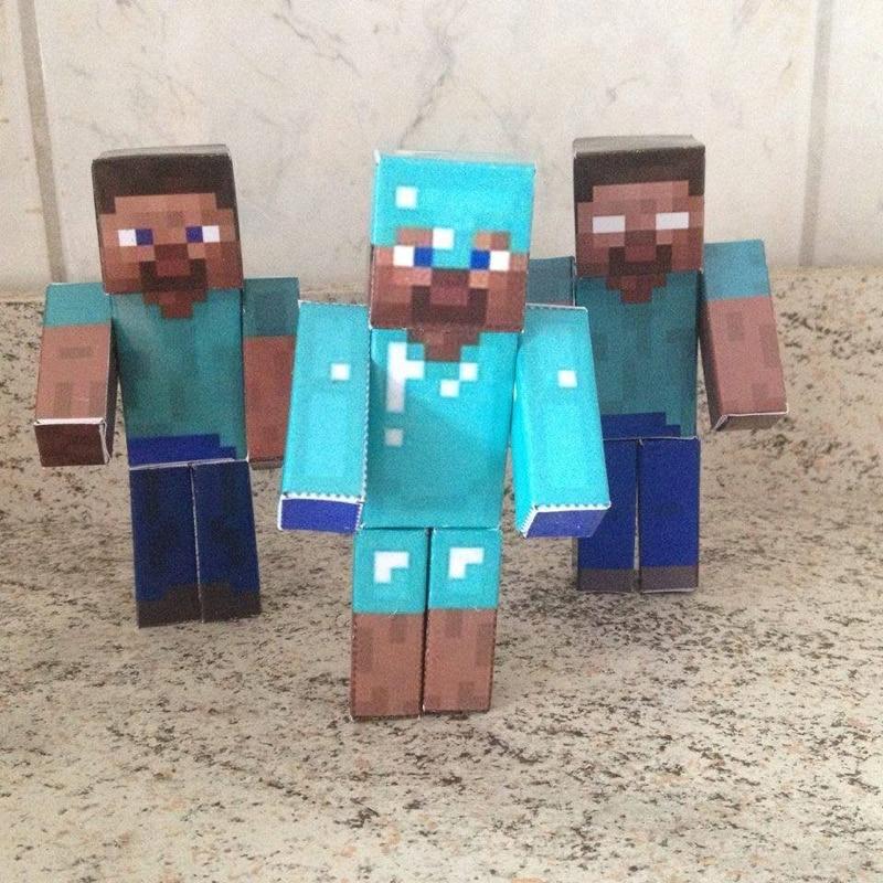 boneco minecraft azul