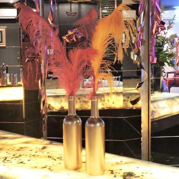 garrafa para o carnaval com plumas
