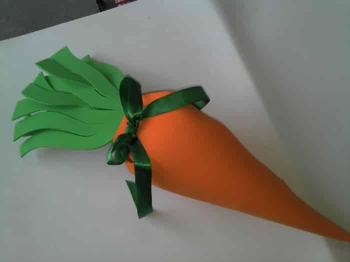 lembrancinha de cenoura em eva