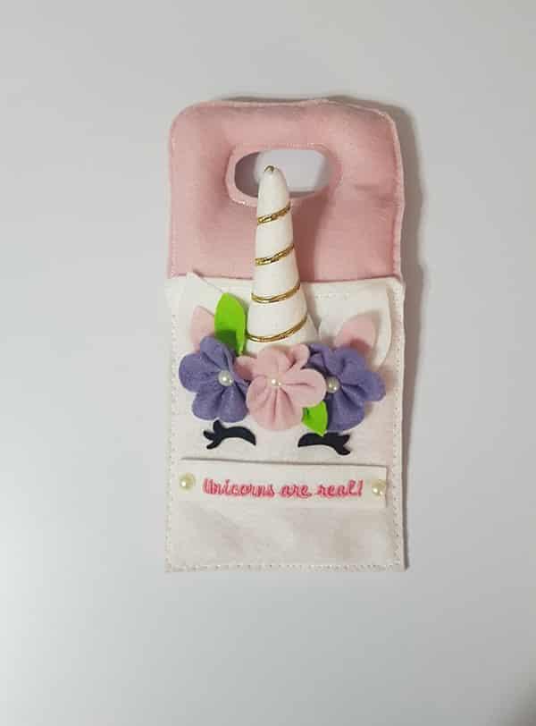 capinha de unicornio com chifre