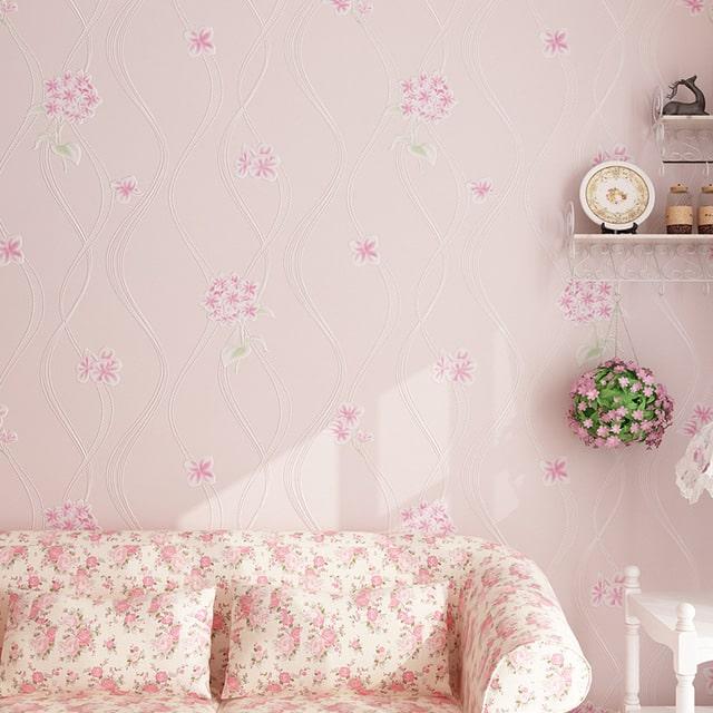 decoração com papel de parede rosa