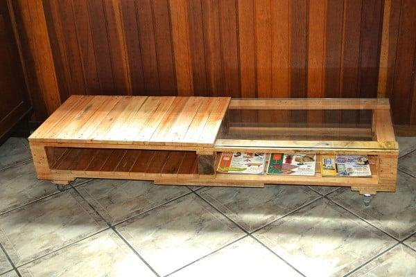 mesa de canto feita de palete