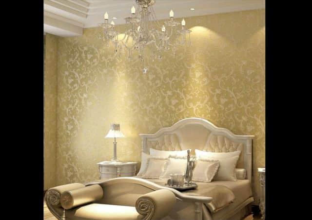 decoração com papel de parede dourado