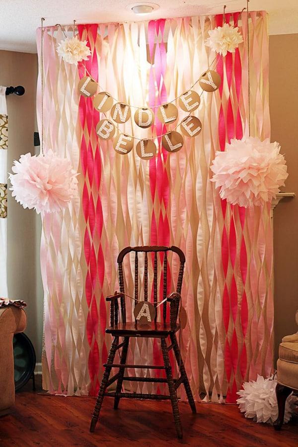cortina de papel crepom com pompom