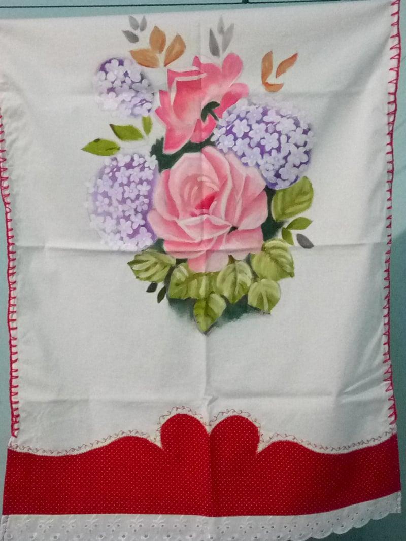 rosas pintadas em tecido simples