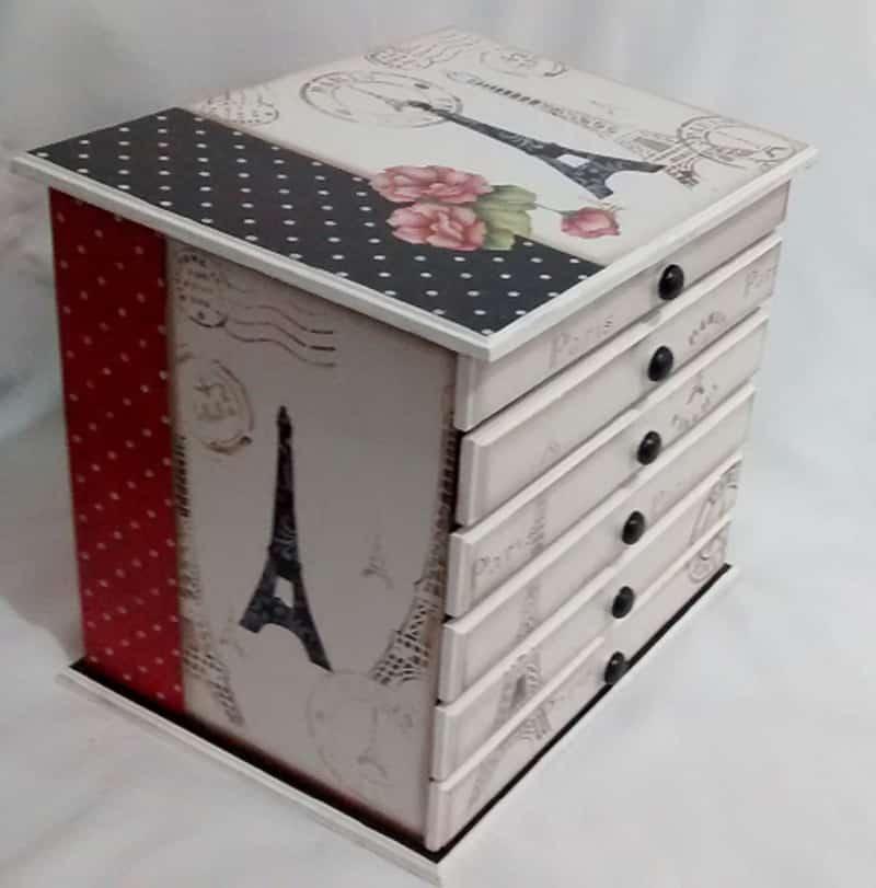 caixa decorada com gavetas