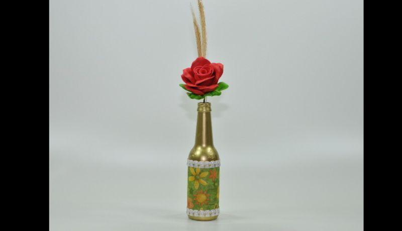 garrafa decorada com rosa