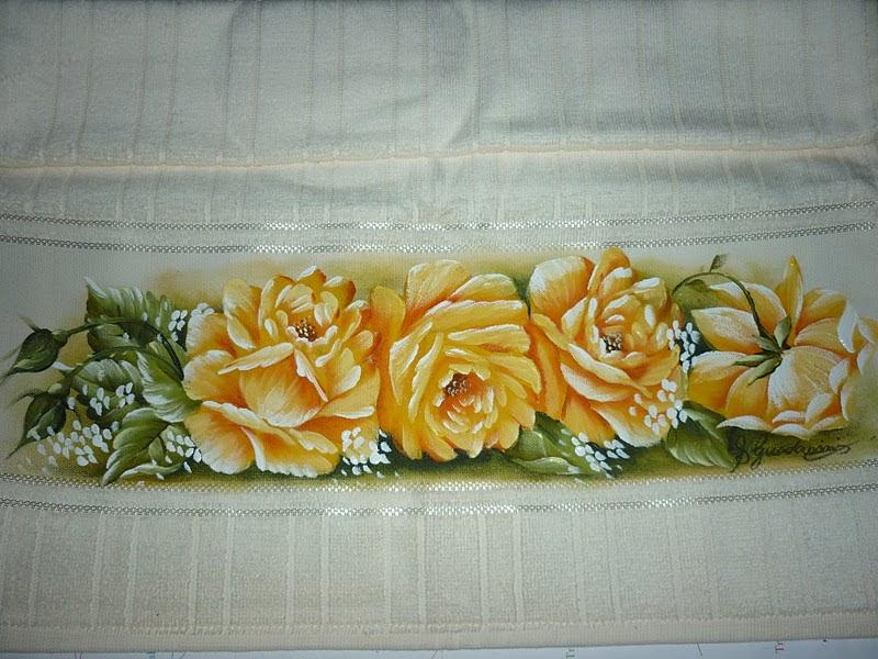 rosas pintadas amarelas