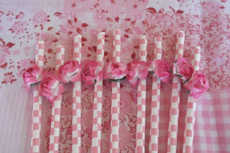 canudo com rosa