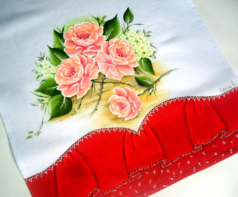 rosas pintadas em tecido salmao