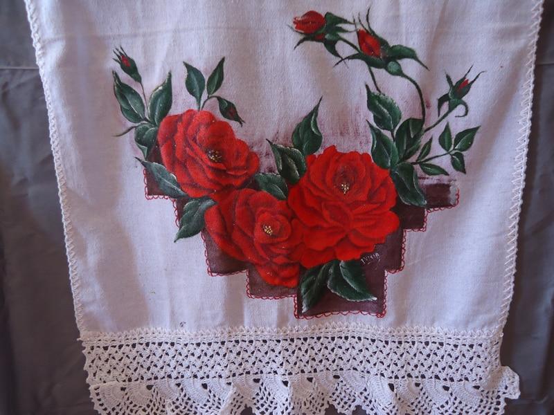 rosas pintadas vermelhas
