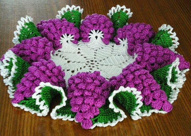 centro de mesa de croche com uvas