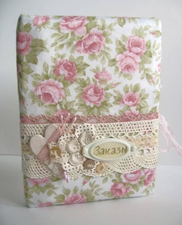 caderno com rosas encapado