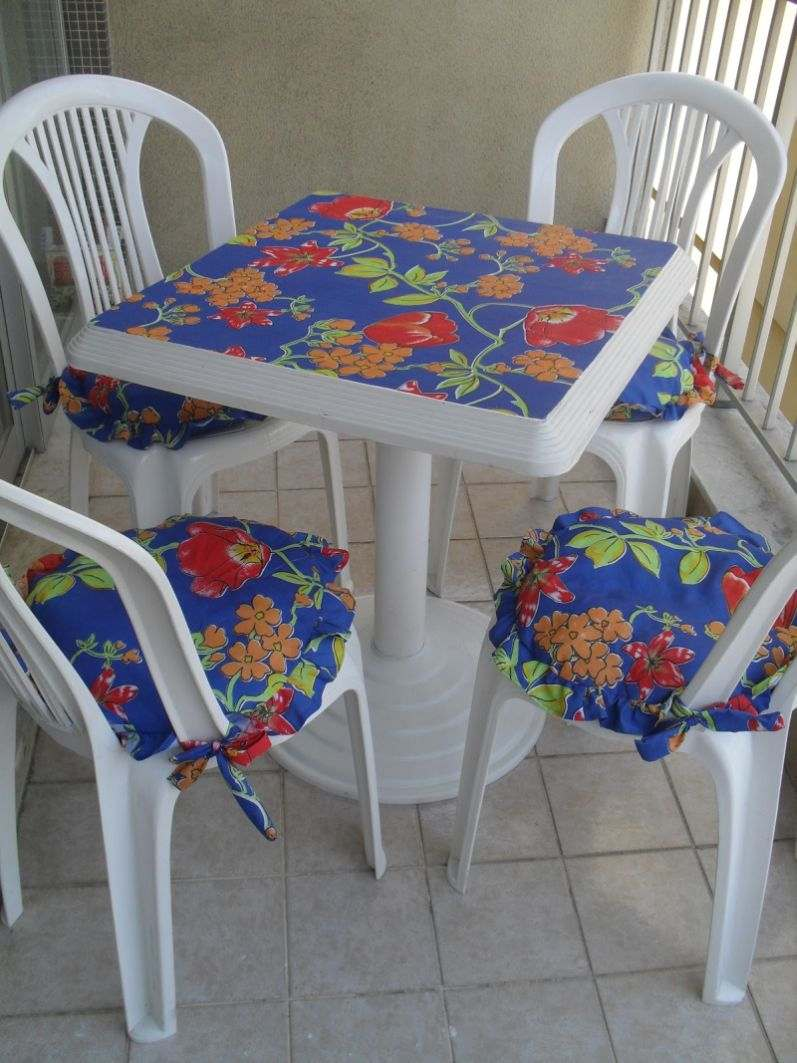 mesas e cadeiras decoradas fofas