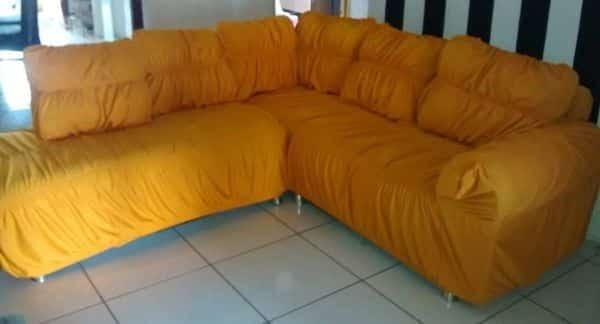 capa de sofa amarela