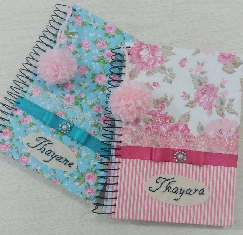 caderno decorado pompom