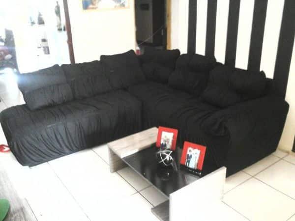 capa de sofa preta