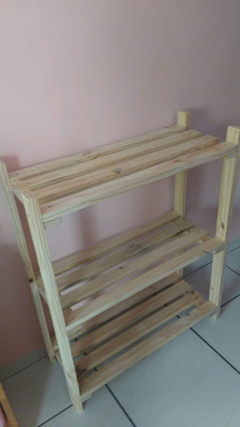 estante artesanal madeira