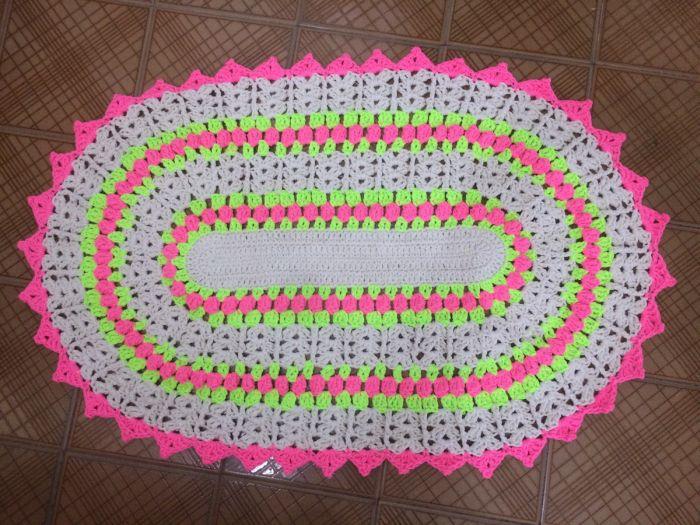 tapete croche com linha neon