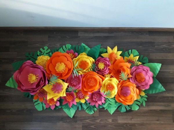 flor de papel com cores