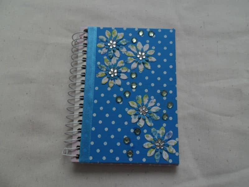 caderno decorado pedras
