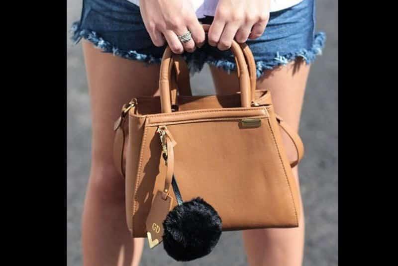 Chaveiro de pompom bolsa