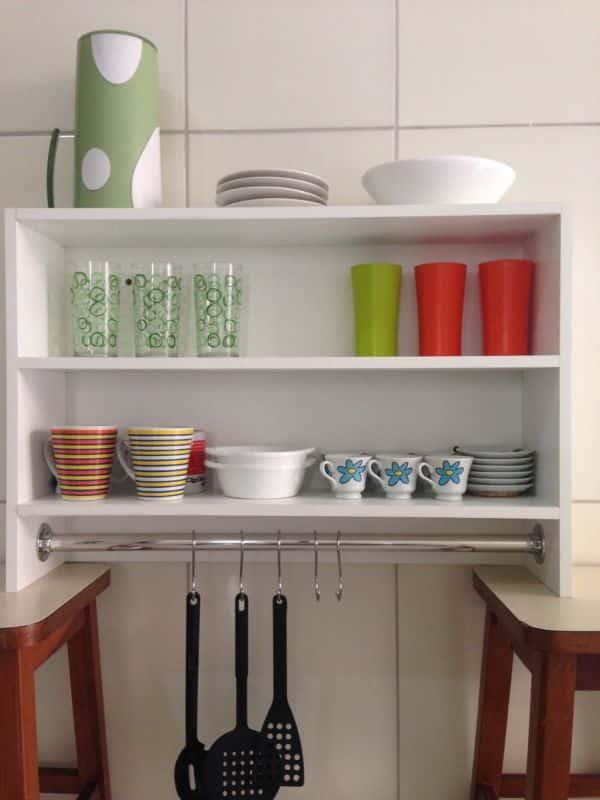 prateleira de cozinha branca
