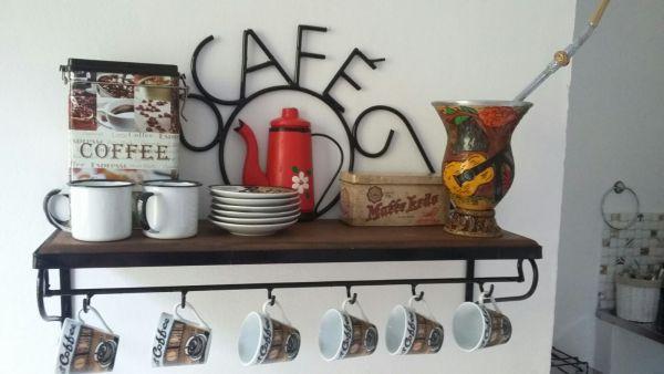 prateleira de cozinha de cafe