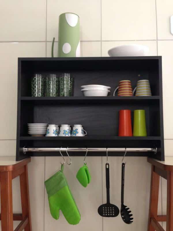 prateleira de cozinha preta