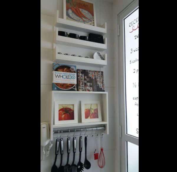 prateleira de cozinha comprida