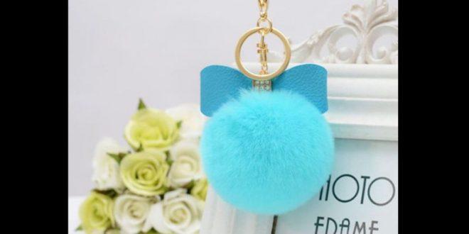 Chaveiro de pompom azul