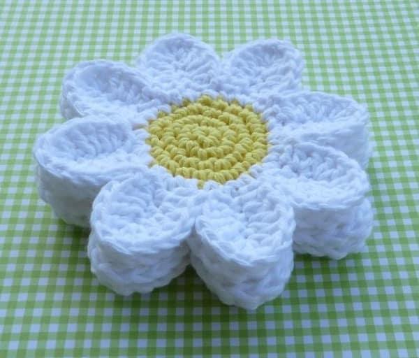 como fazer flores em croche rasteira