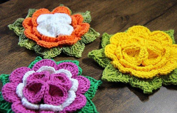 flor de crochê amarela e colorida