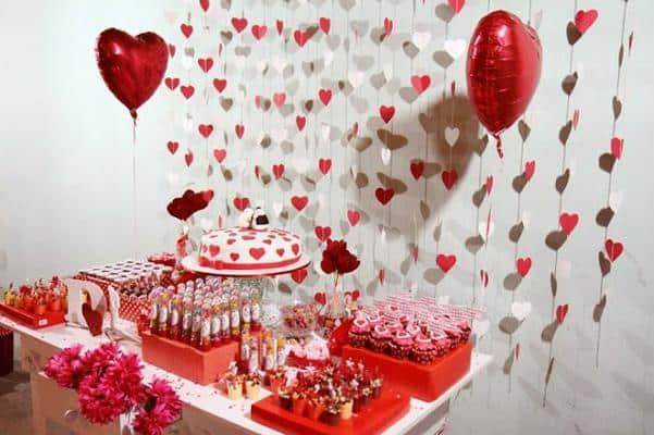 Decoração com balões e corações